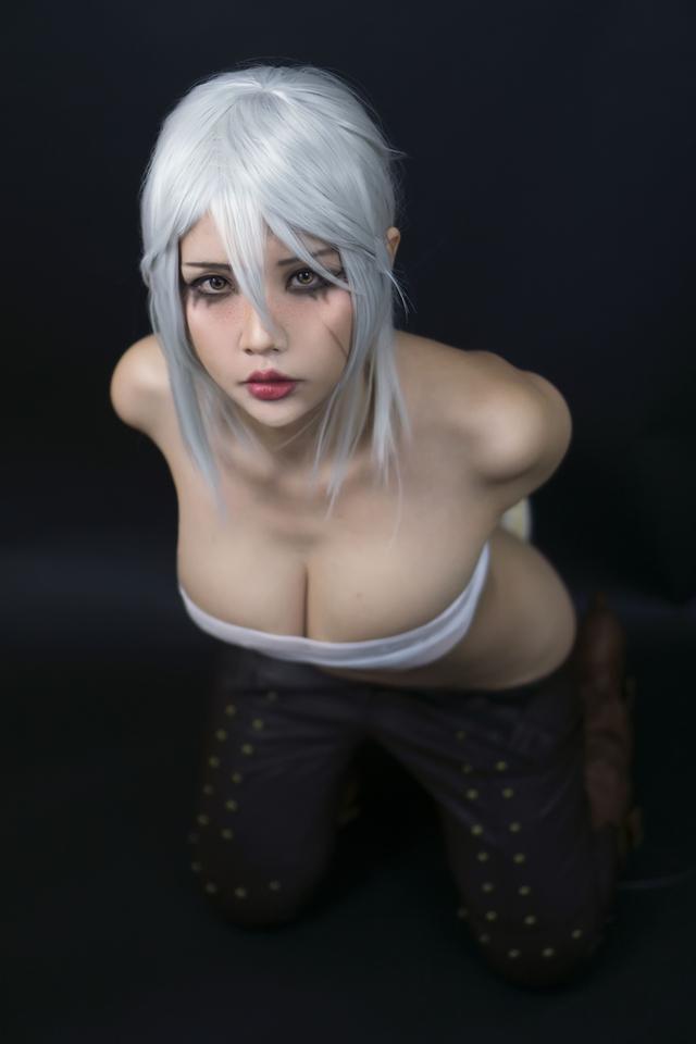 The Witcher: Ngắm cosplay Ciri chân dài gợi cảm và quyến rũ Photo-1-1631070829091205768343