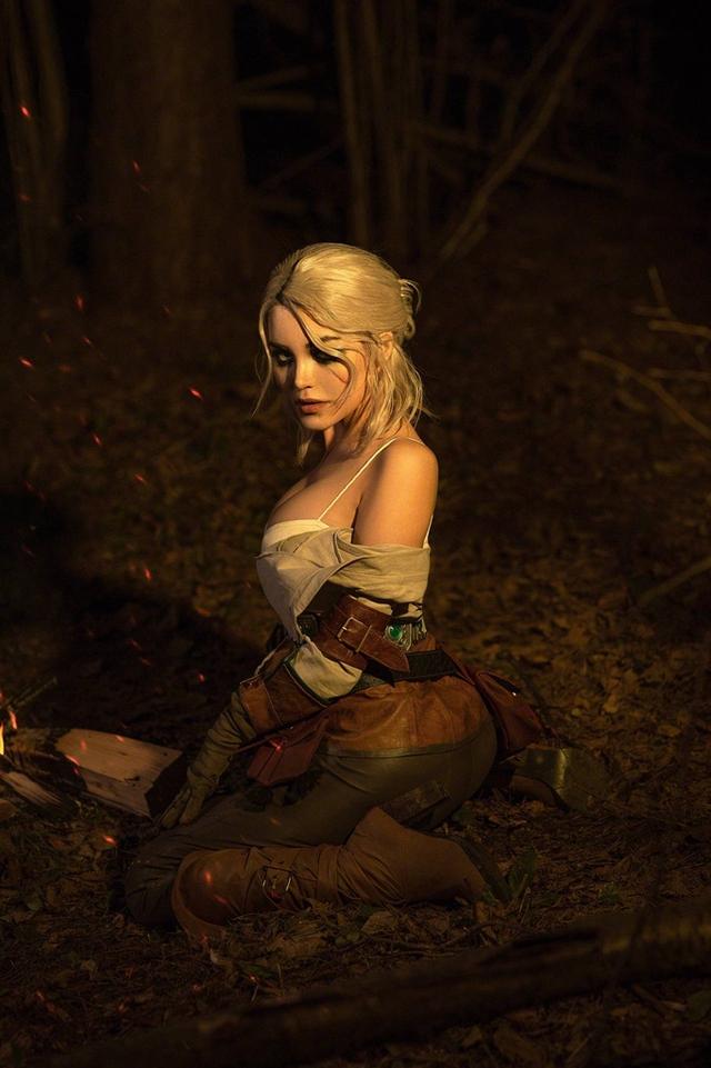 The Witcher: Ngắm cosplay Ciri chân dài gợi cảm và quyến rũ Photo-1-1631071005719162036196