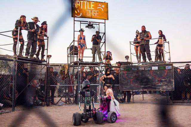 Đấu robot tại Battle Cage là một hoạt động vô cùng đặc sắc khác