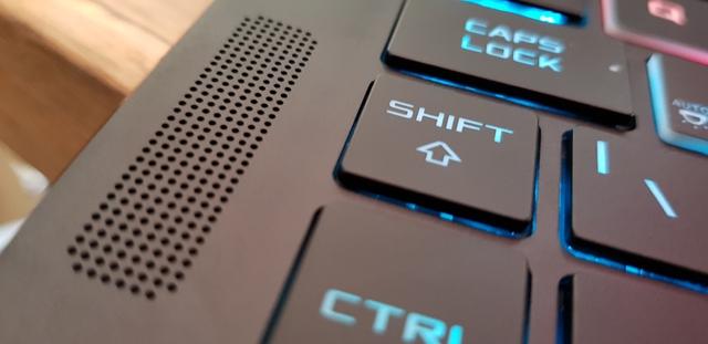 Siêu laptop Asus ROG Zephyrus đã đến Việt Nam: Mỏng 17,9mm, Core i7, GTX 1080, giá 80 triệu Đồng