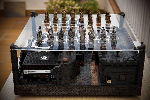 Bộ máy tính bàn cờ ma thuật chất đến từng mili-mét, không thể nào rời mắt nổi!