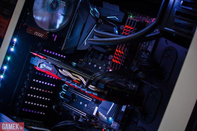 Anh chàng này mua máy tính khủng 100 triệu chơi Tết, không cần nhìn cũng biết đẹp trai