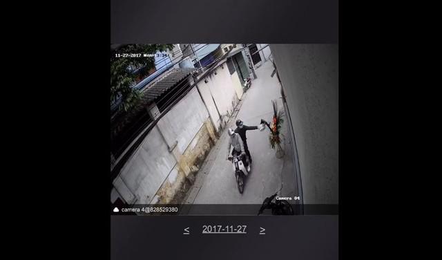 Ảnh chụp cảnh tặng mắm tôm được cắt từ clip!