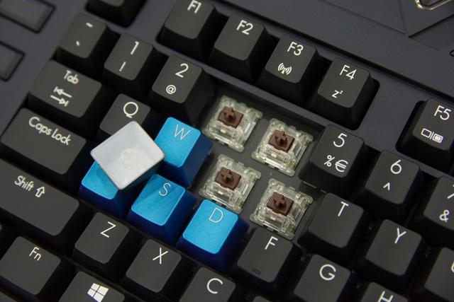 Cận cảnh laptop chơi game giá 200 triệu tại Việt Nam, vỏ hộp to đến nỗi chứa được cả 1 người