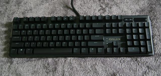 Chiếc bàn phím này hết sức gọn gàng, gần như không có chút thừa thãi nào đua ra ngoài.