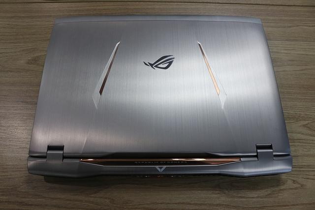 Asus ROG GX800: Laptop tản nước, giá 155 triệu, hai card 1080 thế này thì đến máy bàn cũng phải nể!