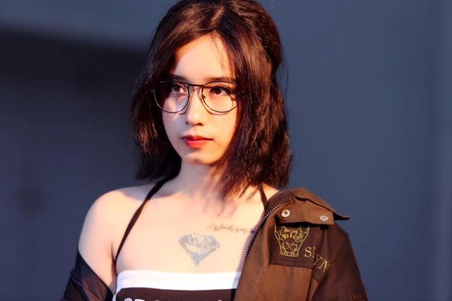 Soi loạt hình xăm đẹp và cá tính của các nữ streamer đình đám nhất Việt Nam - Ảnh 14.