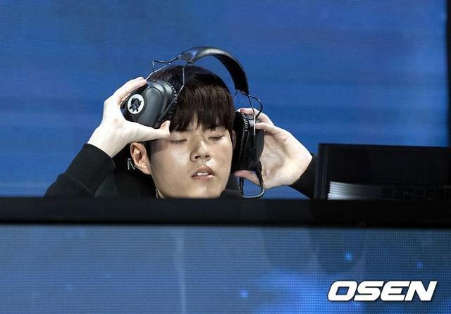 KT Rolster bất ngờ nhận được sự an ủi từ...cộng đồng LMHT Hàn Quốc dù đại bại trước Invictus Gaming, phải chăng đây là lý do? - Ảnh 1.