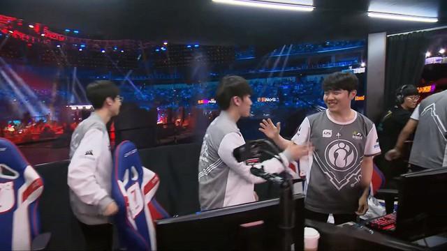 KT Rolster bất ngờ nhận được sự an ủi từ...cộng đồng LMHT Hàn Quốc dù đại bại trước Invictus Gaming, phải chăng đây là lý do? - Ảnh 4.