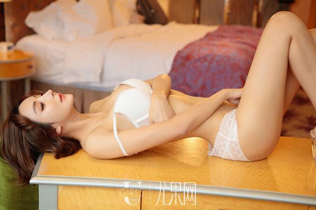 Lạnh lùng và gợi cảm theo phong cách rất riêng của người mẫu Yi Li Na - Ảnh 10.