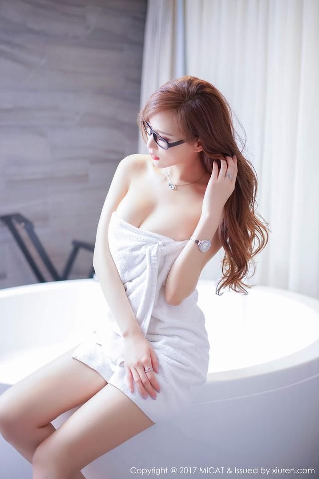Mềm nhũn trước loạt ảnh nóng bỏng đầy khiêu khích của siêu mẫu Zhou Yan Xi - Ảnh 4.