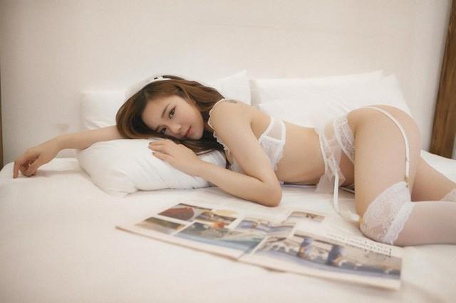 Bỏng mắt với bộ ảnh nội y Thiên thần - Ác quỷ mới toanh của hot girl ngủ gật Thủy Tiên - Ảnh 2.