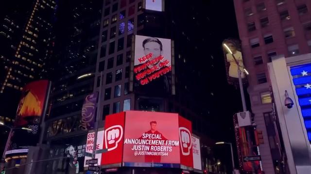 Fan hâm mộ của năm: Rich kid bên Mỹ chi hẳn 20 tỷ mua quảng cáo cho Pewdiepie - Ảnh 2.