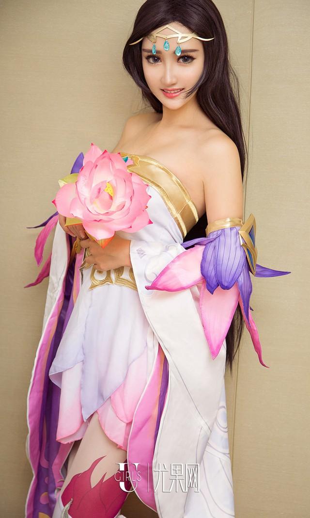 Thư giãn cuối tuần với bộ cosplay nóng chảy mỡ của Zi Shu Luo - Ảnh 1.