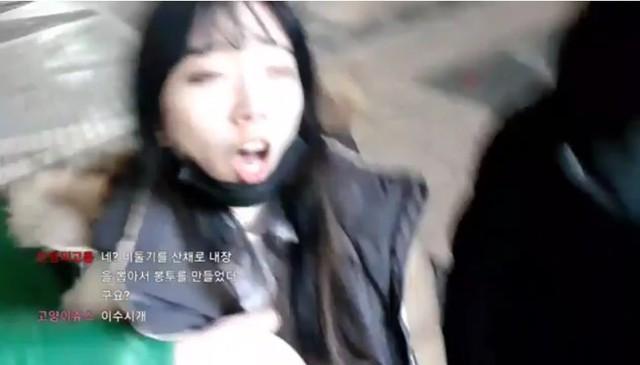 Sốc: Cận cảnh nữ streamer Hàn Quốc xinh đẹp bị sàm sỡ, hái bưởi ngay trên sóng trực tiếp - Ảnh 2.