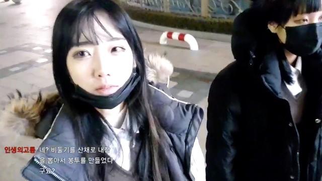 Sốc: Cận cảnh nữ streamer Hàn Quốc xinh đẹp bị sàm sỡ, hái bưởi ngay trên sóng trực tiếp - Ảnh 1.