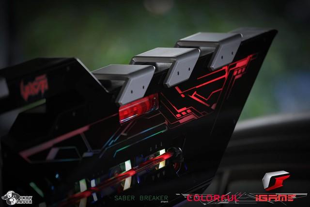Chết ngất với bộ PC gaming siêu khủng siêu đẹp hình đại kiếm khổng lồ, to bằng cả người luôn - Ảnh 7.