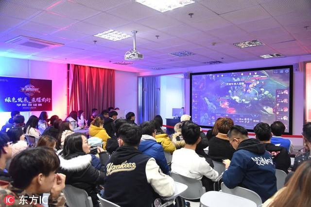 Hình ảnh về một buổi học tại khoa Thể Thao Điện Tử tại trường đại học Truyền Thông Bắc Kinh