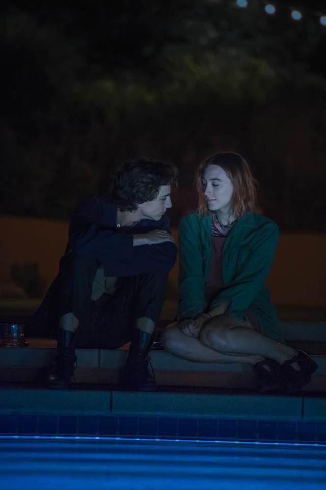 Timothée Chalamet trong Call Me By Your Name (2017) hóa thân thành bạch mã hoàng tử mà mọi cô gái trẻ đều khao khát