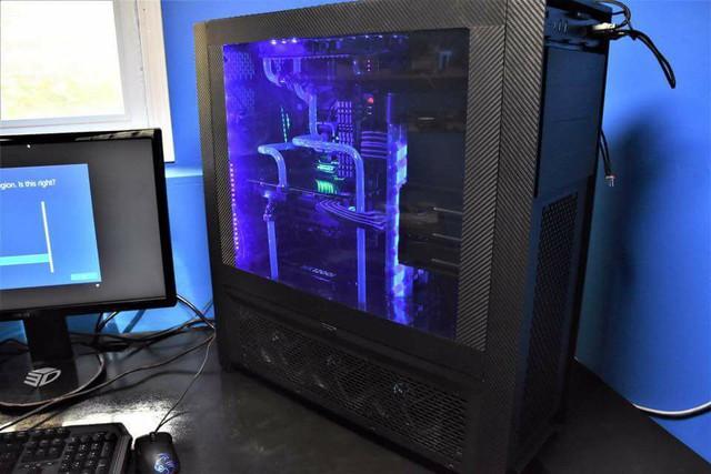 Hình ảnh đẹp lung linh khi chưa xảy ra hoả hoạn bên trong case máy tính.
