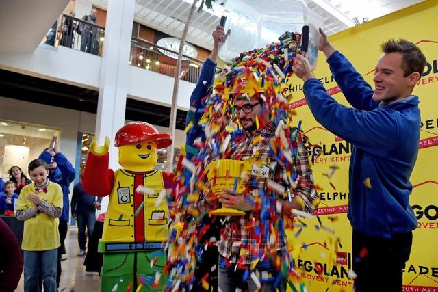 Ngắm chân dung các nhân vật nổi tiếng được làm từ đồ chơi LEGO cực ấn tượng - Ảnh 1.