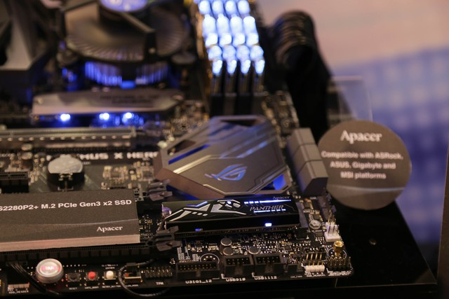 Kit RAM cùng tản nhiệt SSD hoàn toàn có thể đồng bộ theo các hệ thống của hãng khác.