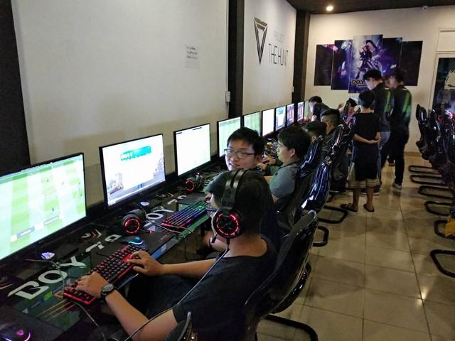 2 phòng NET diễn ra buổi trải nghiệm càng ngày càng đông mặc dù thời tiết bên ngoài vẫn khá nóng