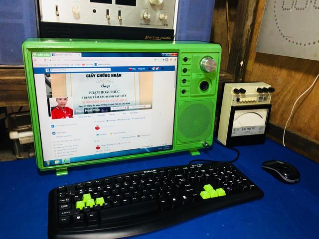 Ngắm bộ máy tính 'độ' tivi cổ chất đến chất ngất do chính game thủ Việt sáng tạo ra