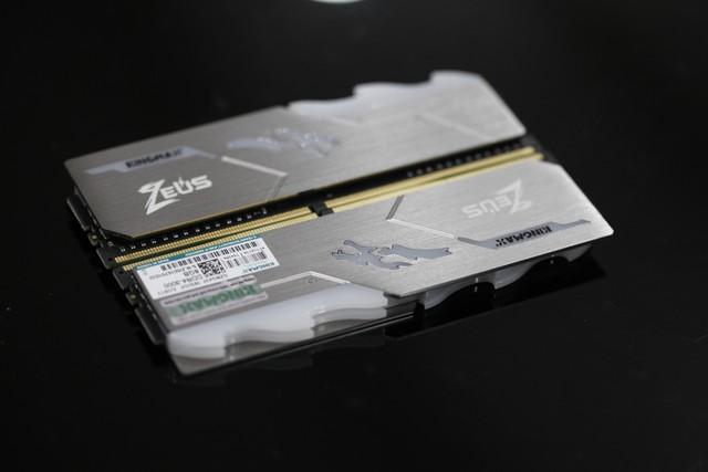 Nổi tiếng là hãng RAM xấu xí, nhưng Kingmax đang bắt game thủ phải nhìn lại mình với Zeus Dragon RGB - Ảnh 6.
