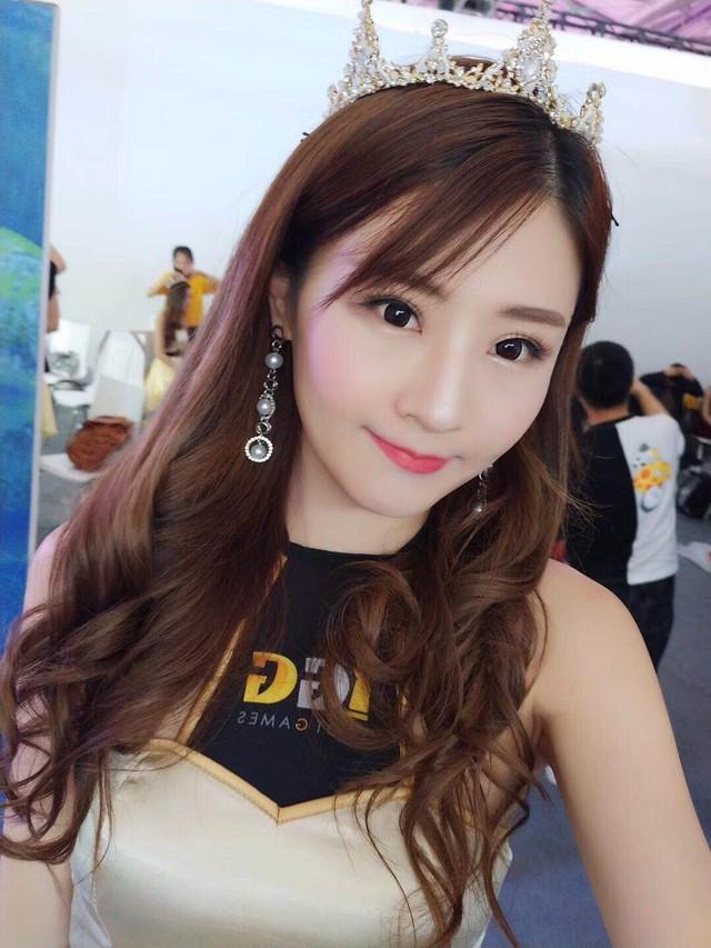 Cùng ngắm các showgirl xinh đẹp xuất hiện tại ChinaJoy 2018 vừa qua - Ảnh 1.