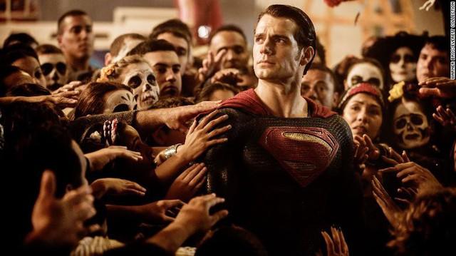 Henry Cavill sẽ từ bỏ vai diễn Superman - Sự thật hay chỉ là tin đồn không căn cứ? - Ảnh 1.