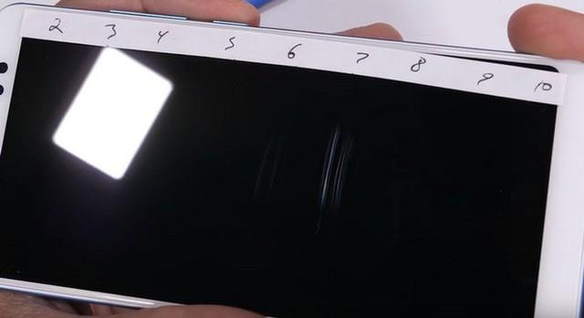 Tra tấn Xiaomi Redmi Note 5 Pro với dao, lửa và bẻ cong: Giá rẻ nhưng độ hoàn thiện không hề rẻ tiền - Ảnh 1.