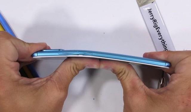 Tra tấn Xiaomi Redmi Note 5 Pro với dao, lửa và bẻ cong: Giá rẻ nhưng độ hoàn thiện không hề rẻ tiền - Ảnh 5.