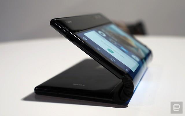 [CES 2019] Trên tay Royole Flexpai - điện thoại màn hình gập đầu tiên trên thế giới - Ảnh 15.