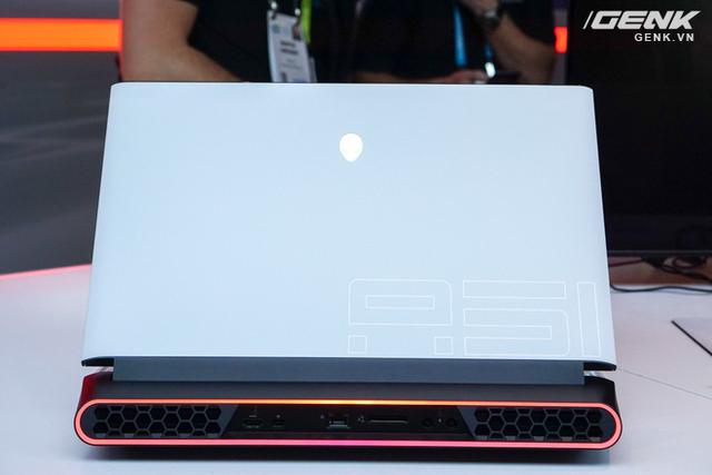 [CES 2019] Dell trình làng laptop Alienware Area m51 với cấu hình khủng, thiết kế cyberpunk, giá từ 2.550 USD - Ảnh 1.
