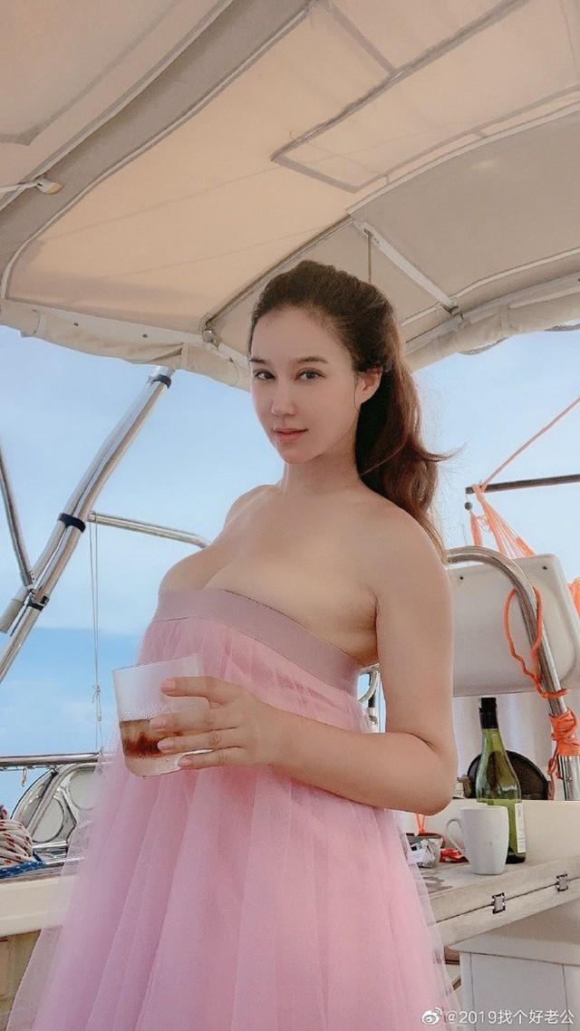 Người đẹp gốc Việt khoe ảnh gợi cảm tuyển chồng gây xôn xao - Ảnh 3.