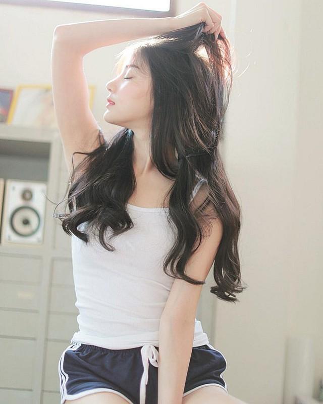 Rời bỏ đồng phục nữ sinh, loạt hot girl gợi cảm bất ngờ với style đốt mắt dân mạng - Ảnh 3.