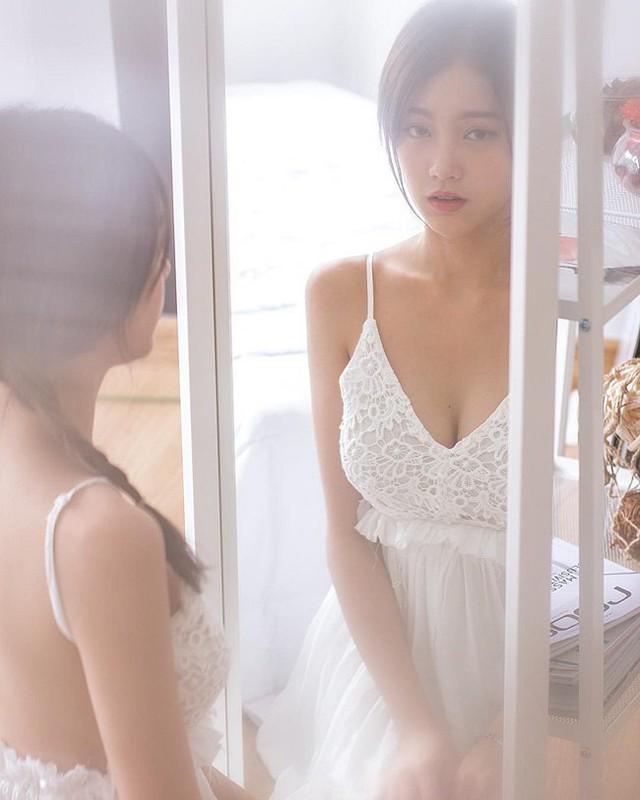 Rời bỏ đồng phục nữ sinh, loạt hot girl gợi cảm bất ngờ với style đốt mắt dân mạng - Ảnh 8.