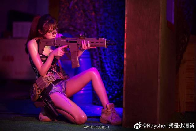 Vẻ sexy khó cưỡng bên cây súng của nữ cosplayer khiến 500 anh em không thể rời mắt - Ảnh 3.