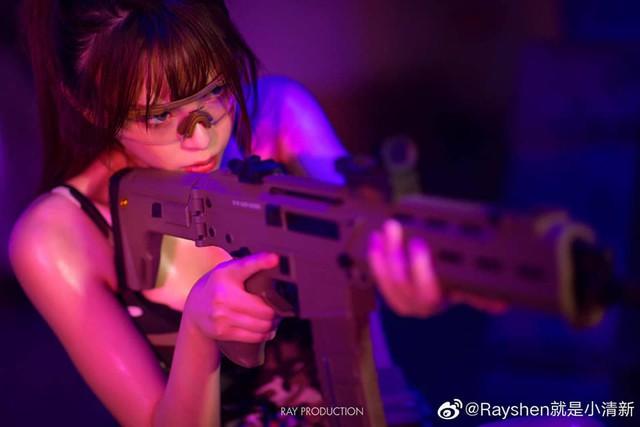 Vẻ sexy khó cưỡng bên cây súng của nữ cosplayer khiến 500 anh em không thể rời mắt - Ảnh 4.