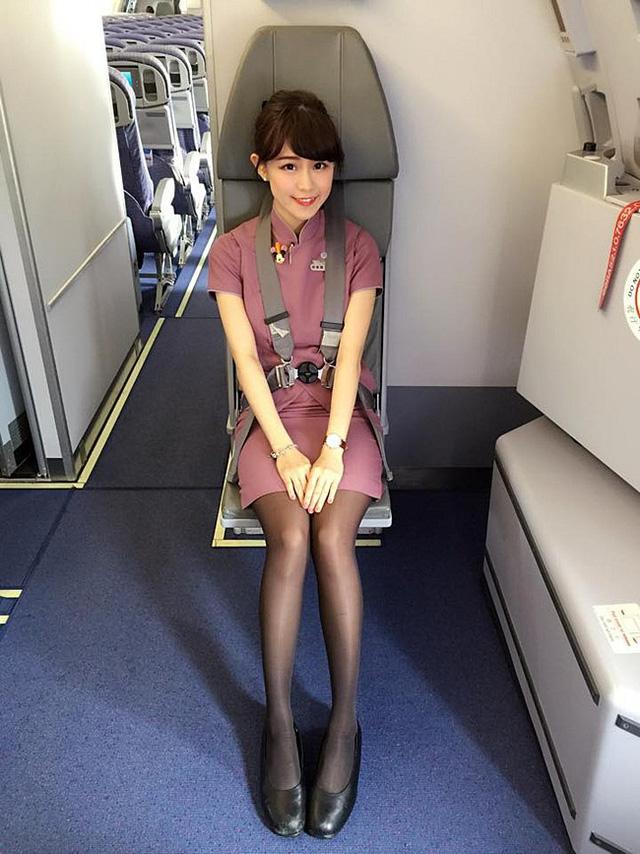 Cận cảnh nhan sắc xinh đẹp của 4 nữ tiếp viên hàng không bốc lửa nhất Đài Loan - Ảnh 2.