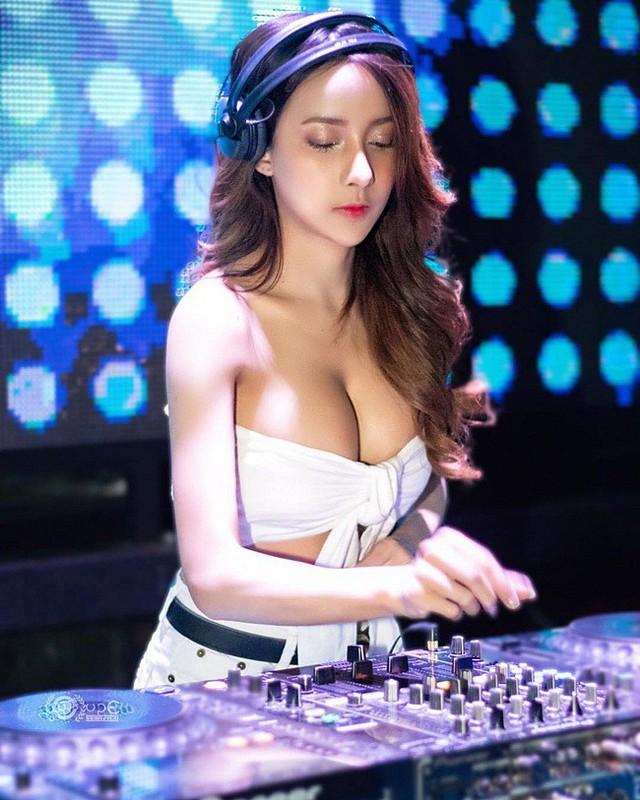 Soda và những cô nàng DJ nóng bỏng, quyến rũ tới đốt mắt fan hâm mộ - Ảnh 9.