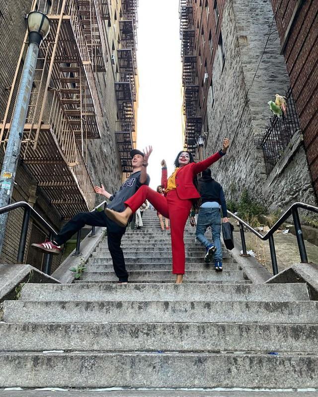 Người dân bức xúc khi chiếc cầu thang vô danh trong Joker bất ngờ trở thành điểm hút khách du lịch - Ảnh 7.