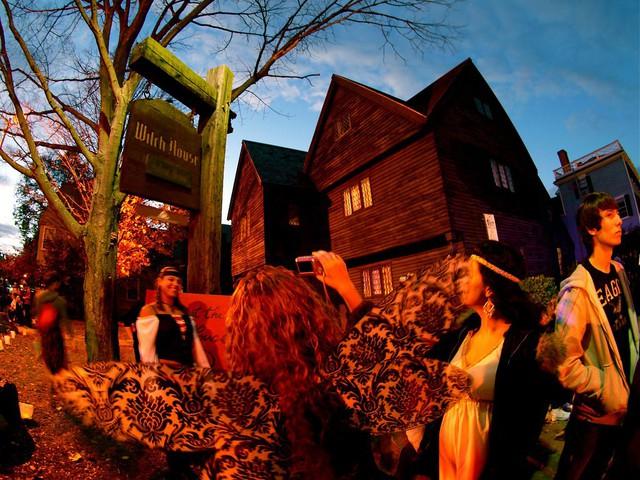 Thị trấn bị nguyền rủa Salem: Nguồn gốc của phù thủy và ma thuật hắc ám - Ảnh 6.