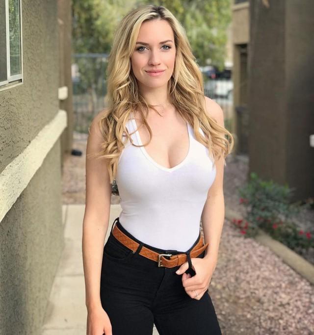 Nhan sắc nữ golf thủ nóng bỏng, mặc áo khoe ngực tới mức bị dọa giết vì quá quyến rũ - Ảnh 9.