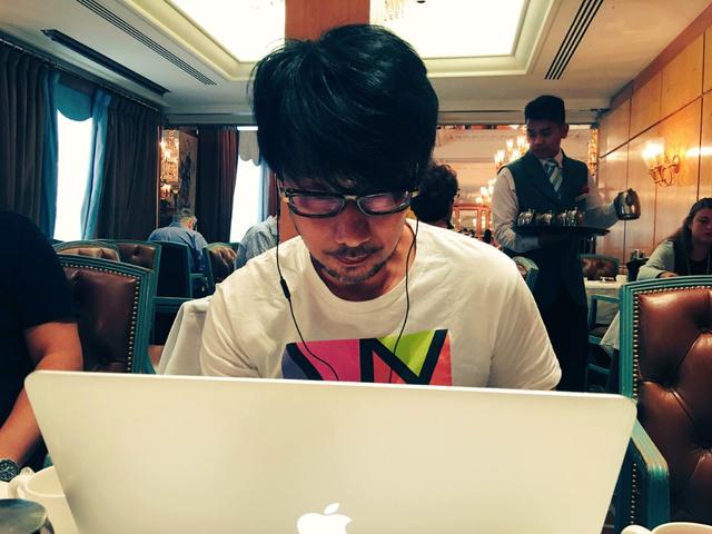 Chỉ một chút lỗi dịch thuật trên các dòng Tweet của Kojima, game thủ đã nháo nhào tranh cãi không ngớt - Ảnh 1.
