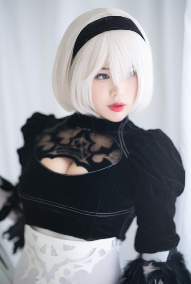 Cô nàng nóng bỏng 2B trong Nier: Automata lại thiêu đốt người hâm mộ qua loạt ảnh cosplay đẹp lung linh - Ảnh 13.