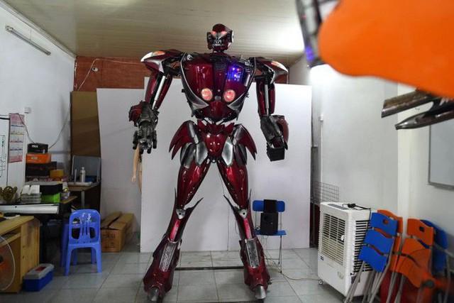 Việt Nam chế tạo thành công robot theo phong cách Transformers: Được làm hoàn toàn từ phế liệu xe máy, có thể nói tiếng Việt hẳn hoi - Ảnh 1.