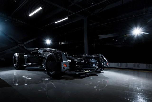 Batmobile đang cần tìm chủ mới: Giá gần 20 tỷ đồng, trang bị camera ảnh nhiệt, kính chống đạn, gắn được cả súng máy - Ảnh 4.