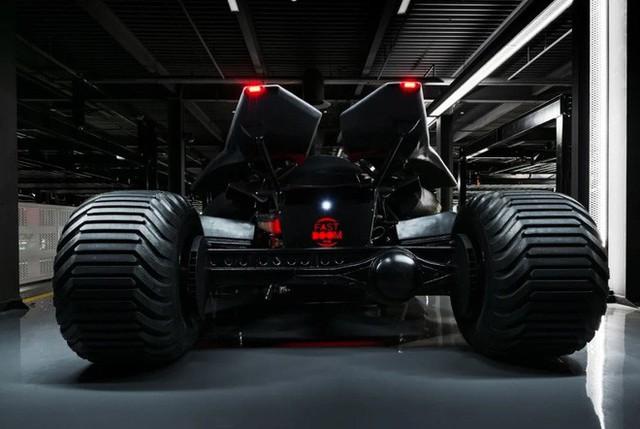 Batmobile đang cần tìm chủ mới: Giá gần 20 tỷ đồng, trang bị camera ảnh nhiệt, kính chống đạn, gắn được cả súng máy - Ảnh 2.
